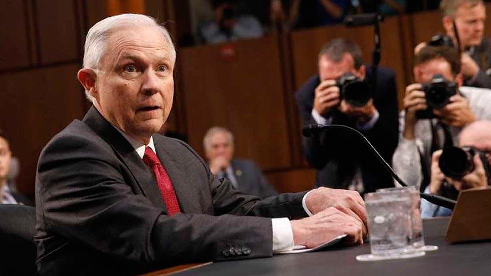 El Fiscal General Jeff Sessions asegura en el Senado que nunca se reunió con funcionarios rusos