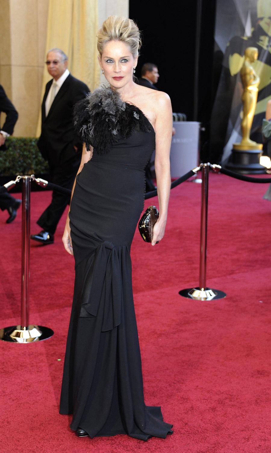 Bemoes los mejores vestidos de la alfombra de los oscar 2011 - Alfombra granate ...