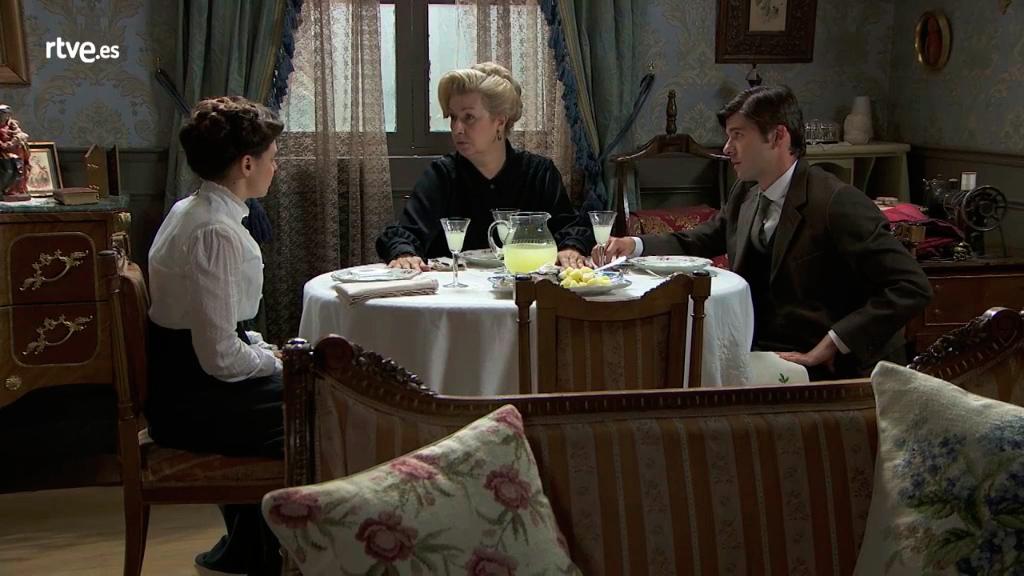 Acacias 38 - Simón y Susana cuentan a Adela que son madre e hijo
