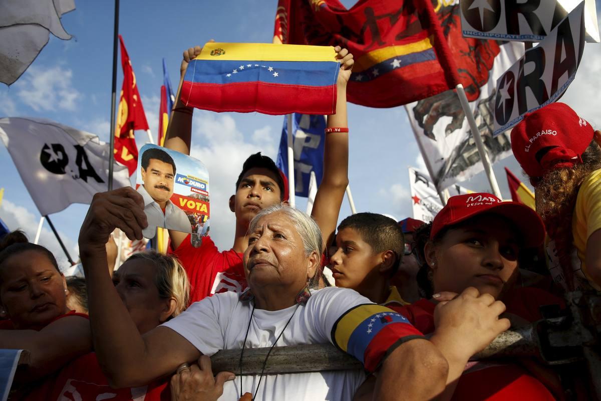 Simpatizantes chavistas en el mitin con el que la coalición cerró su campaña en Caracas