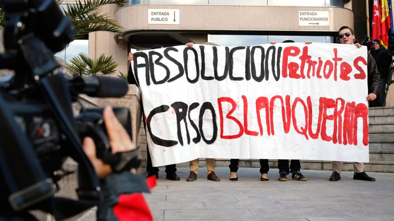 Simpatizantes de extrema derecha acuden a la Audiencia  para apoyar a los acusados del asalto en el centro cultural Blanquerna.