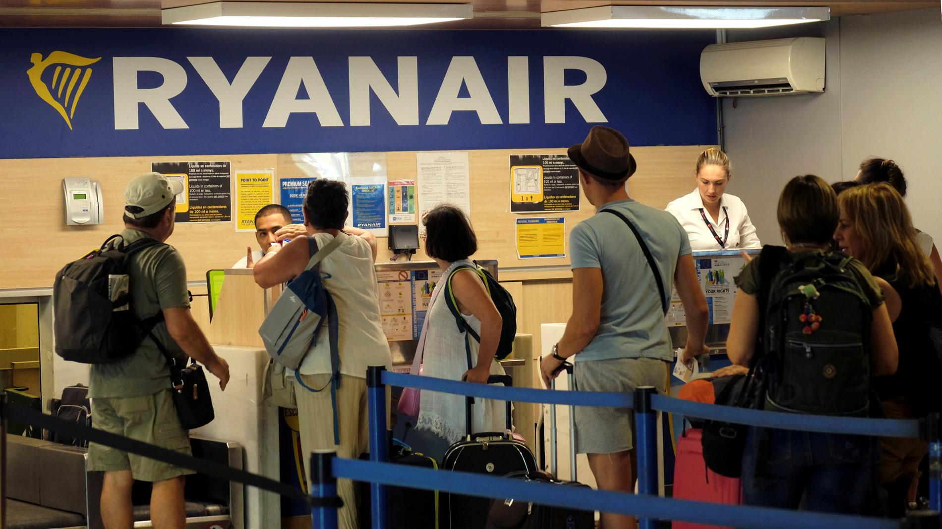 Huelga ryanair segunda jornada de huelga de los tripulantes de cabina de ryanair - Cabina ryanair ...
