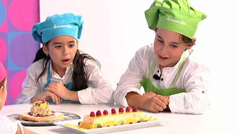 Cocina con Clan - Sombrero con tocado de frutas de temporada