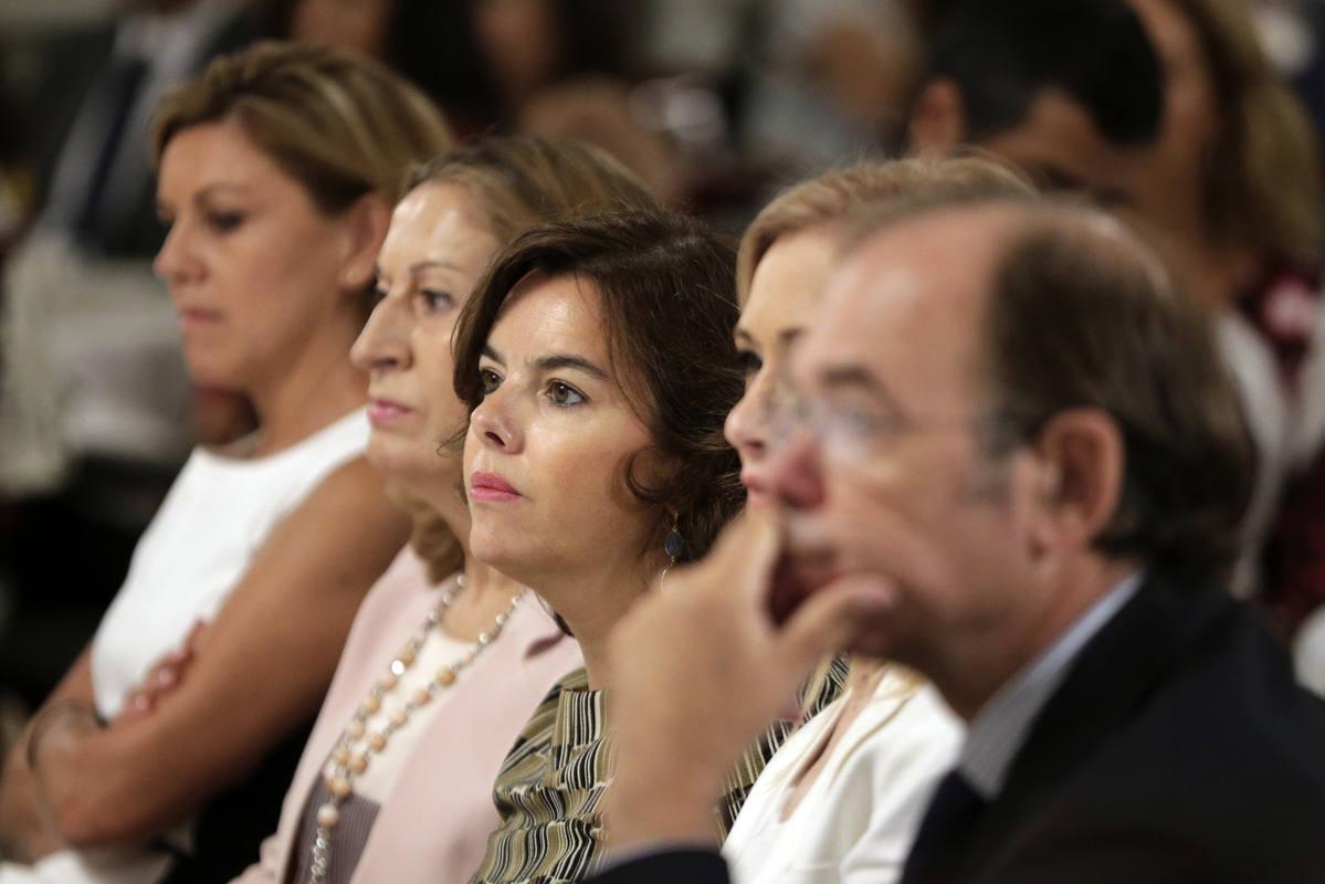 Soraya Sáenz de Santamaría, entre los asistentes a un desayuno informativo con Núñez Feijóo.