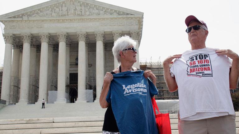 El Supremo de EE.UU. anula la mayor parte de la ley que criminaliza la inmigración en Arizona