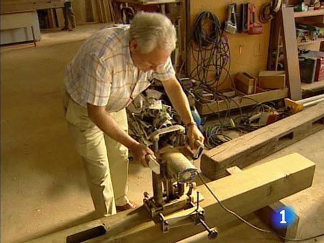 La elaboración de los tablones de madera para el vallado
