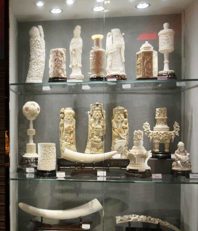 Las tallas de marfil alcanzan precios astronómicos en Hong Kong.