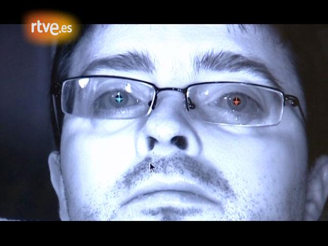 Crónicas - Raúl, enfermo de ELA, controla el ordenador con su mirada y sus parpadeos