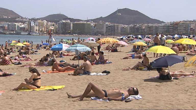 Temperaturas muy altas en Canarias y posibles chubascos en el noreste