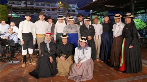 Tenderete - 10/06/2018 Con el grupo folclórico Isogue y la Escuela de música de Santiago del Teide.