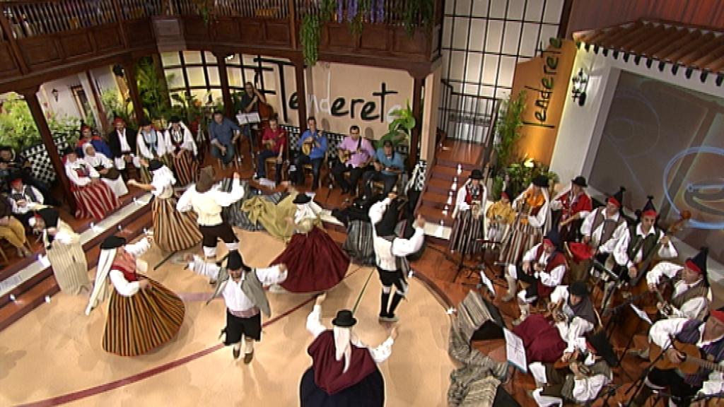 """Tenderete - 16/11/14 con """"El timple y otras pequeñas guitarras del mundo"""" y """"A.F. Antiguos coros y danzas de Ingenio"""""""