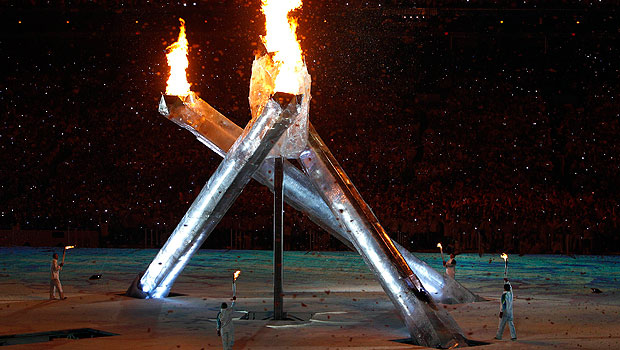 http://www.rtve.es/imagenes/the-olympic-flame-burns-during-the-opening-ceremony-of-the-vancouver-2010-winter-olympics/1266040303708.jpg