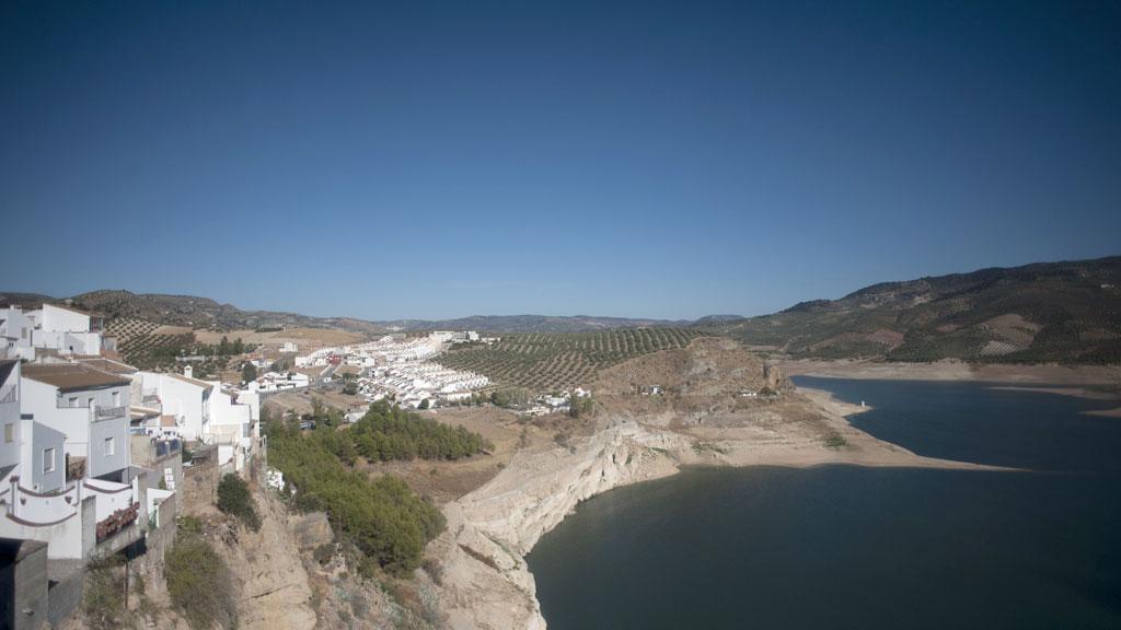 Tiempo seco y soleado en la mayor parte de España  pero con chubascos en Levante