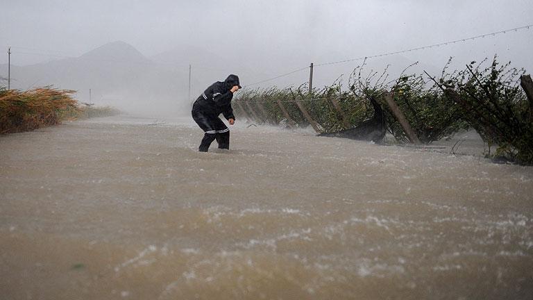 """El tifón """"Haikui"""" llega a la costa este de China y provoca la evacuación de más de un millón de personas"""