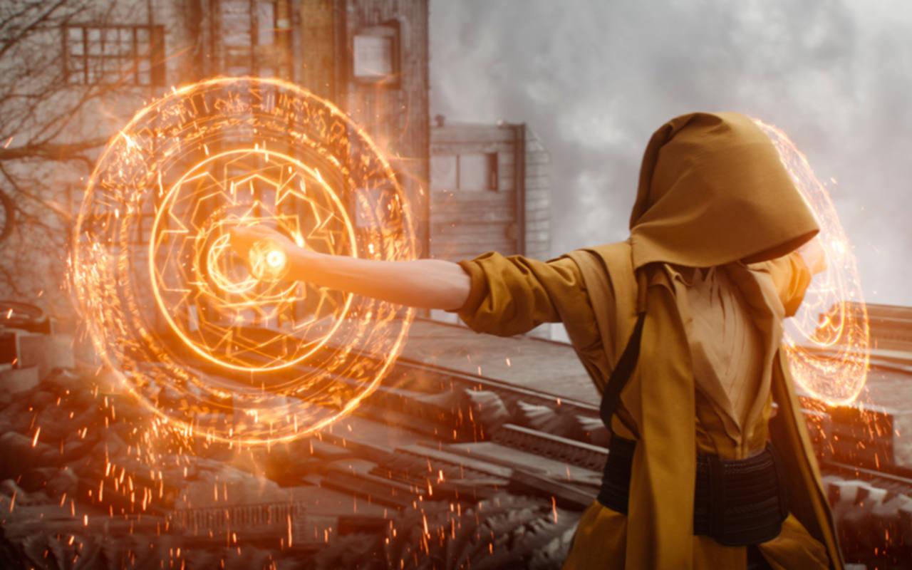 Tilda Swinton es la Anciana, la hechicera suprema