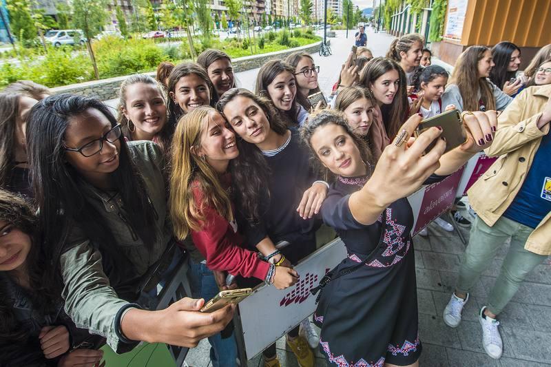 María Pedraza fue recibida entre gritosy aplausos por el público