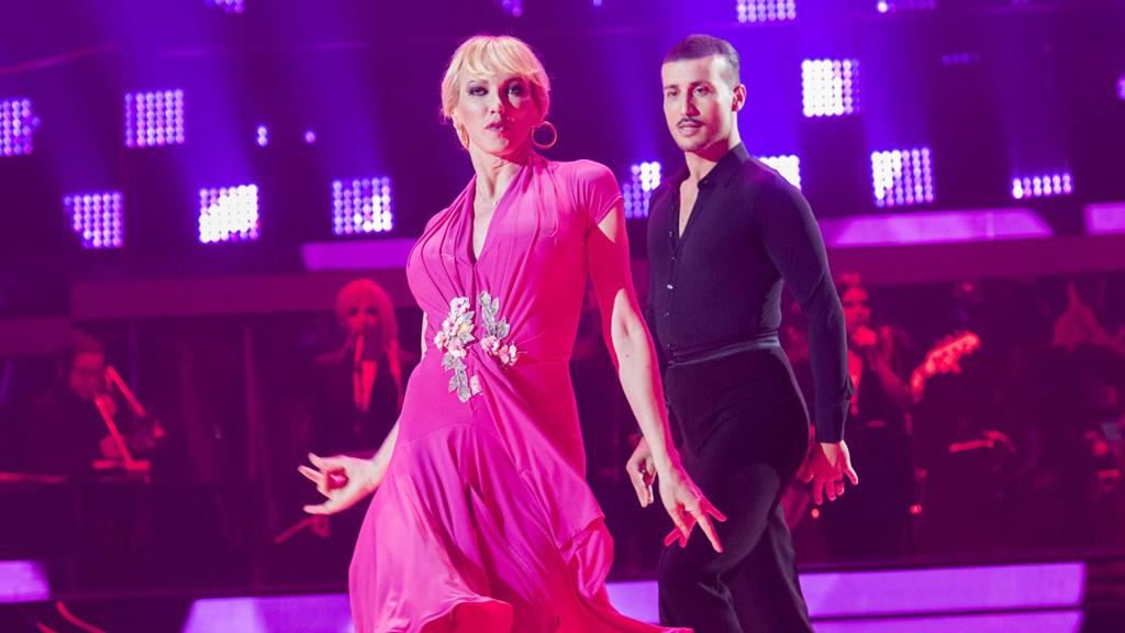 """Bailando con las estrellas - Topacio Fresh e Ibán bailan """"Tres cosas: salud, dinero y amor"""""""