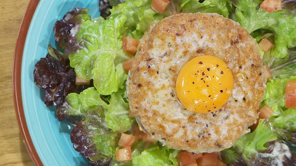 Receta de hamburguesa de at n for Hermanos torres en la cocina