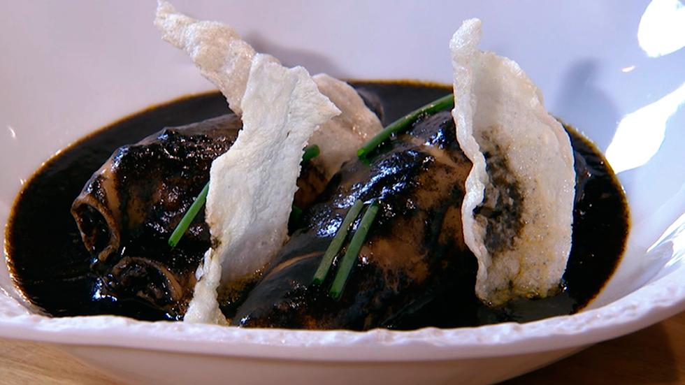 Receta de calamares rellenos en su tinta for Cocina hermanos torres