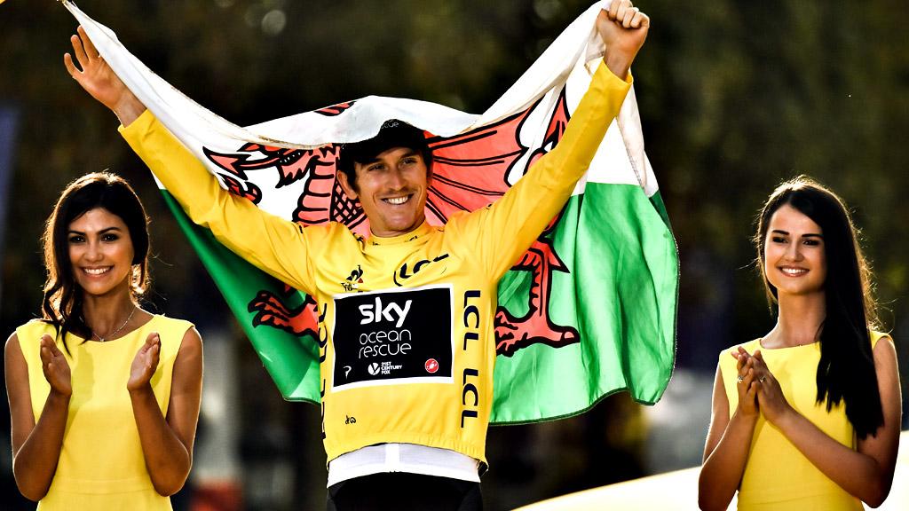 Tour 2018 | Geraint Thomas sube el podio para recibir el maillot amarillo definitivo