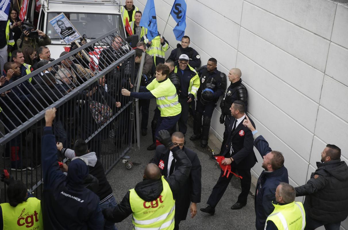 Varios directivos de Air France, agredidos por un grupo de ...