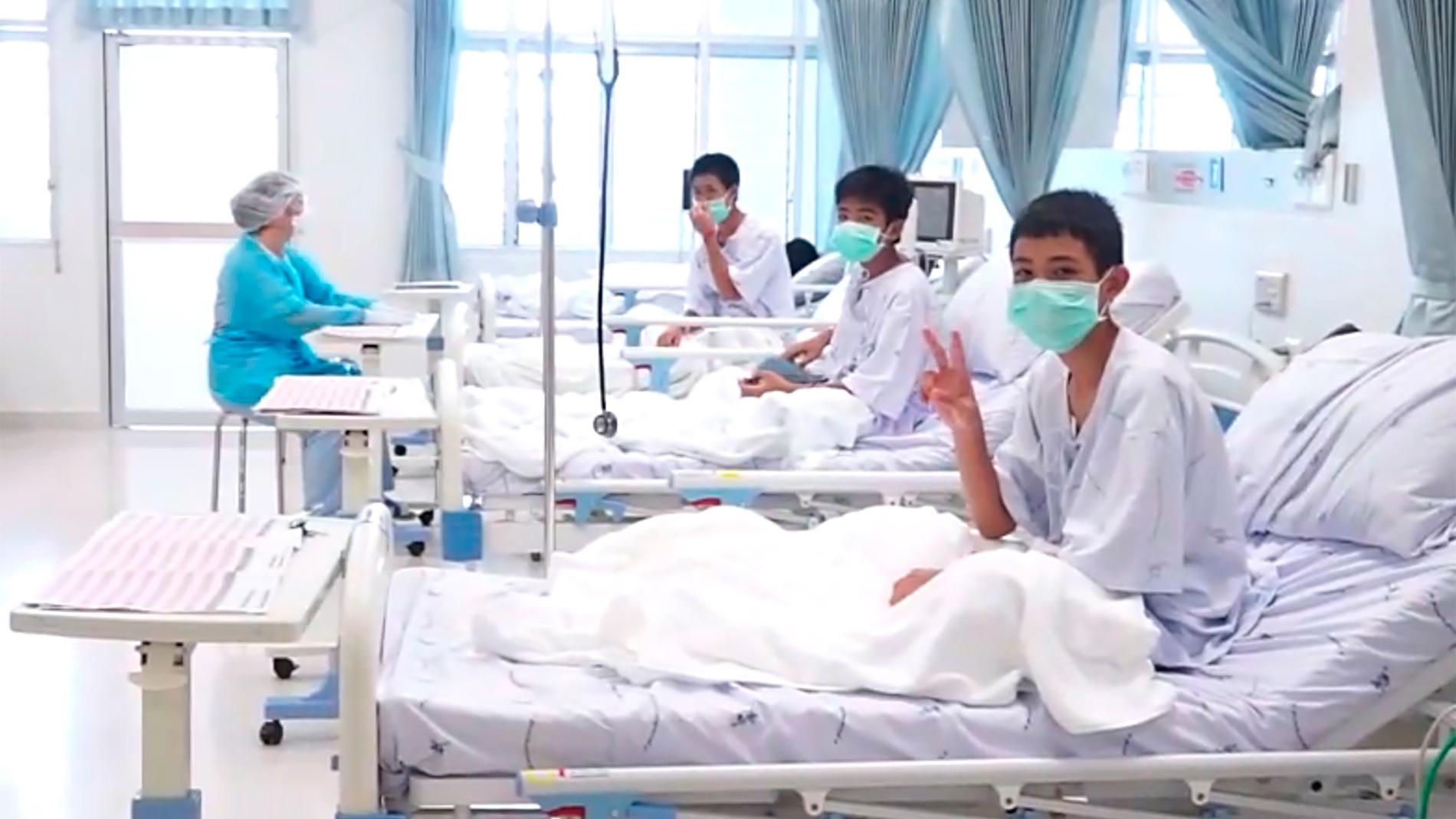 Los trece rescatados en Tailandia ya se recuperan en el hospital mientras el país celebra el éxito de la operación
