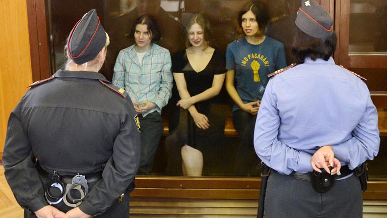 Las tres activistas del grupo punk ruso Pussy Riot, condenadas por gamberrismo por odio religioso