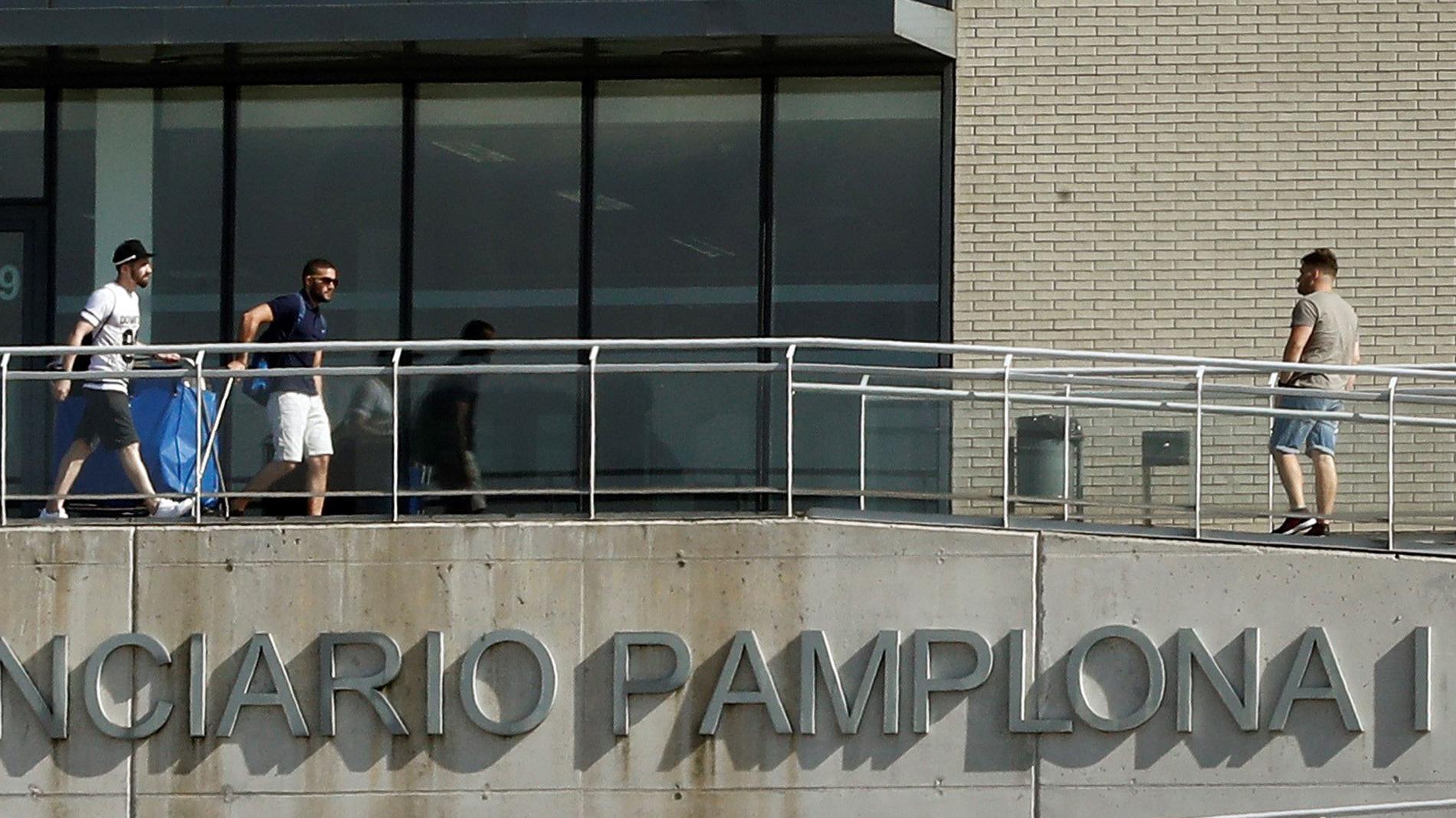 Los tres miembros de 'La Manada' encarcelados en Pamplona abandonan la prisión tras pagar la fianza