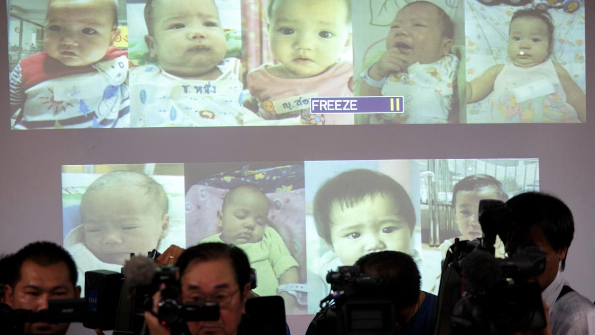 Un tribunal de Tailandia otorga a un japonés la paternidad de 13 niños subrogados