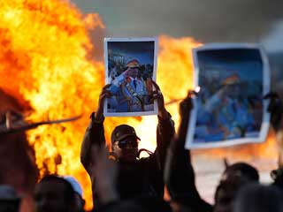 Ver vídeo 'Las tropas de Gadafi comienzan su ofensiva en el oeste de Libia'