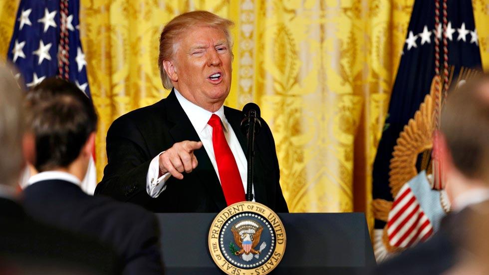 Trump se encara con la prensa ante los últimos reveses de su Administración