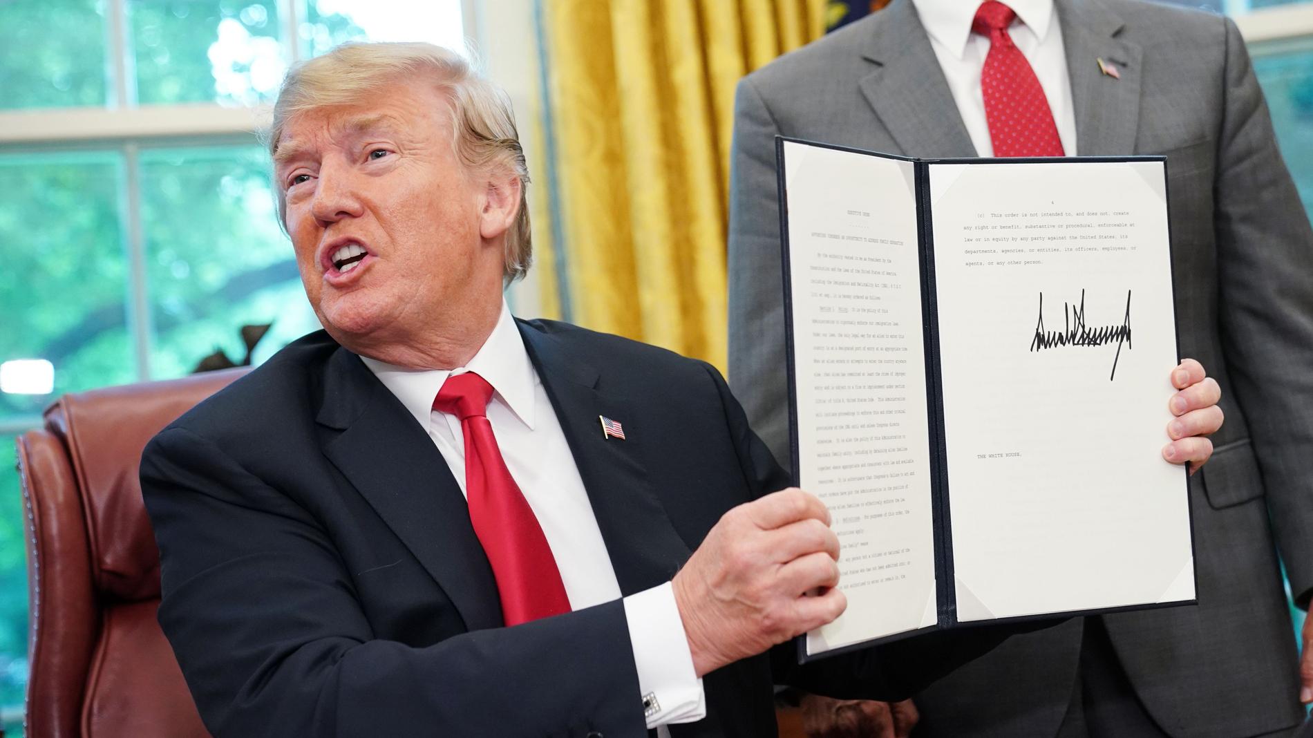 Trump se retracta y acaba por decreto con la separación de familias detenidas en la frontera