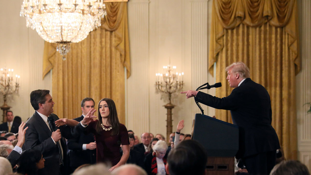 Trump sustituye al fiscal general y veta a un periodista