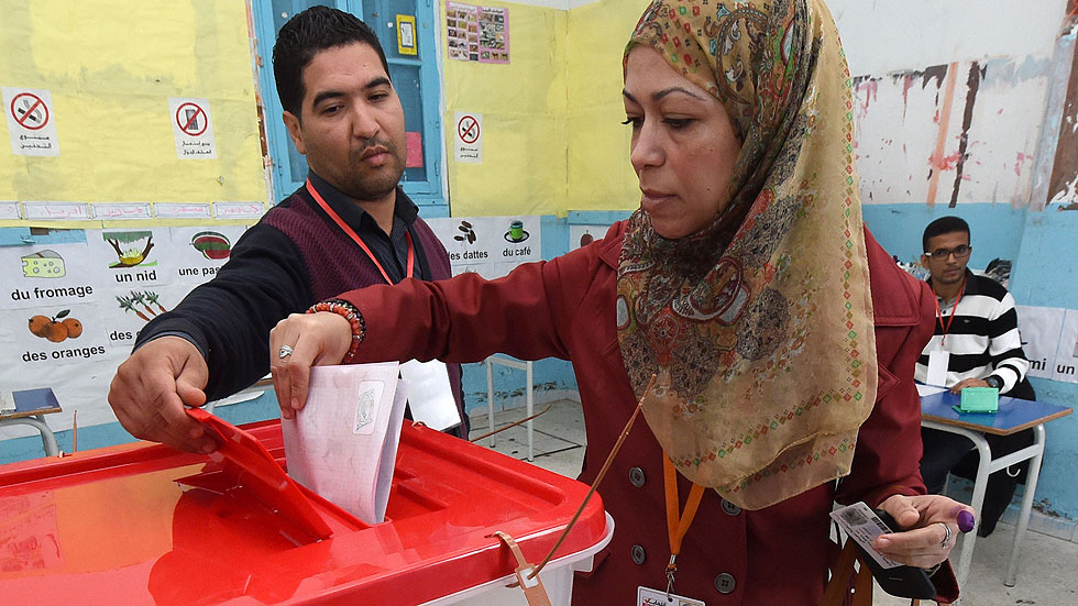 Túnez vota al primer presidente electo de su historia