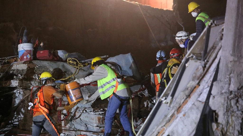 La UME trabaja en las tareas de búsqueda de supervivientes del terremoto en Ciudad de México