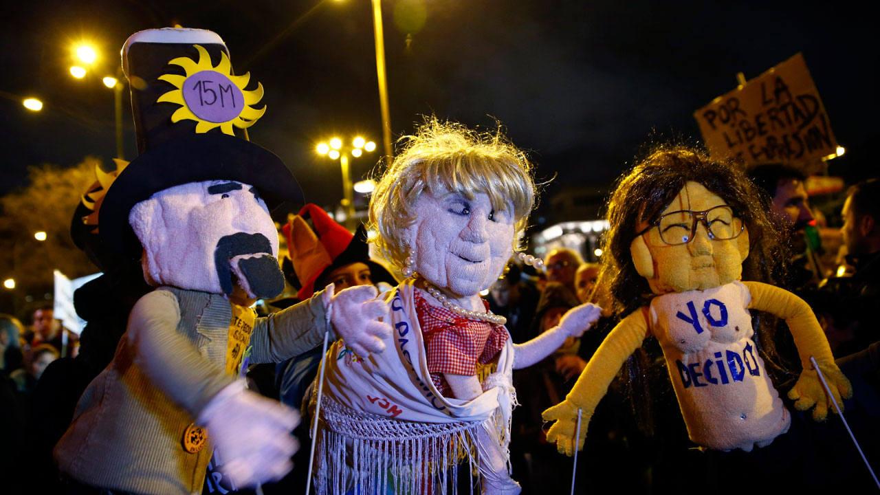 Unas doscientas personas se han concentrado en Madrid en apoyo a los titiriteros