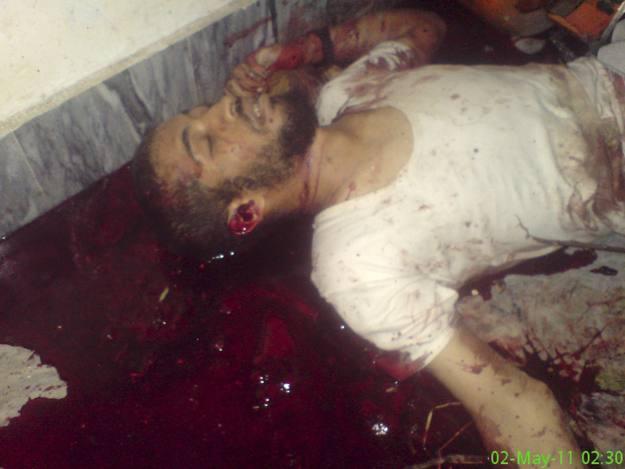Única de las cuatro instantáneas de cadáveres a los que ha tenido acceso la agencia Reuters que RTVE.es ha decidido publicar debido a su dureza. Se desconoce a quién pertenece el cuerpo sin vida.