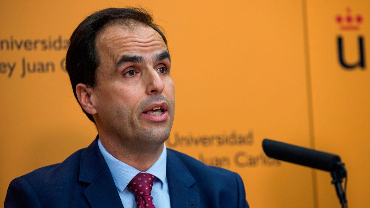 """La Universidad Rey Juan Carlos justifica como una """"mala transcripción"""" el cambio de notas del máster de Cifuentes"""