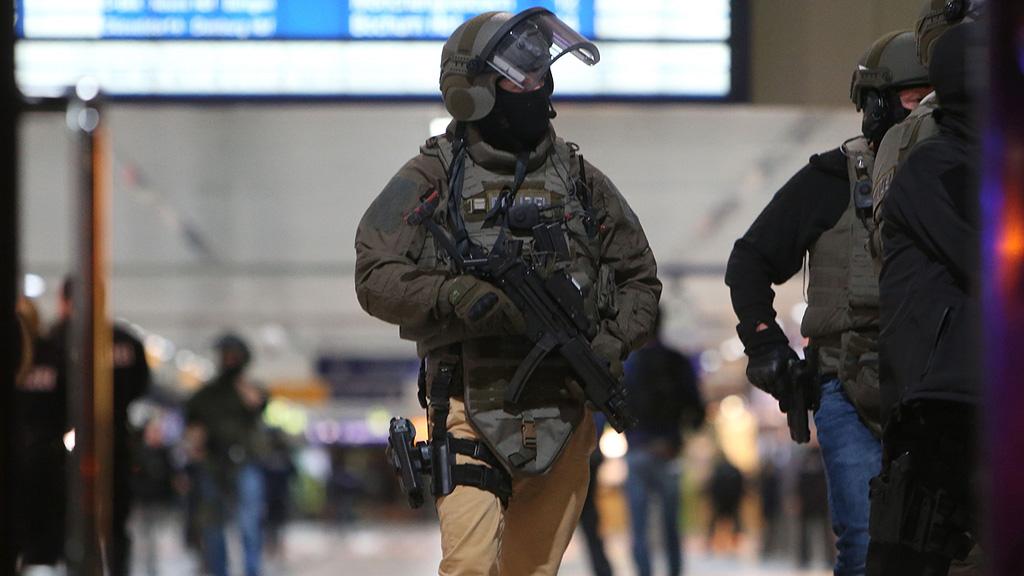 Varios heridos y dos detenidos en un ataque con hacha en la estación de Düsseldorf