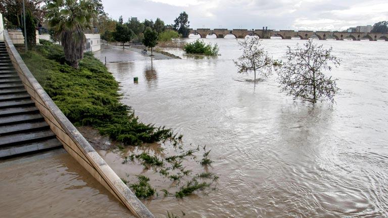 Los vecinos de Barbaño pasan la segunda noche evacuados por el riesgo de crecidas