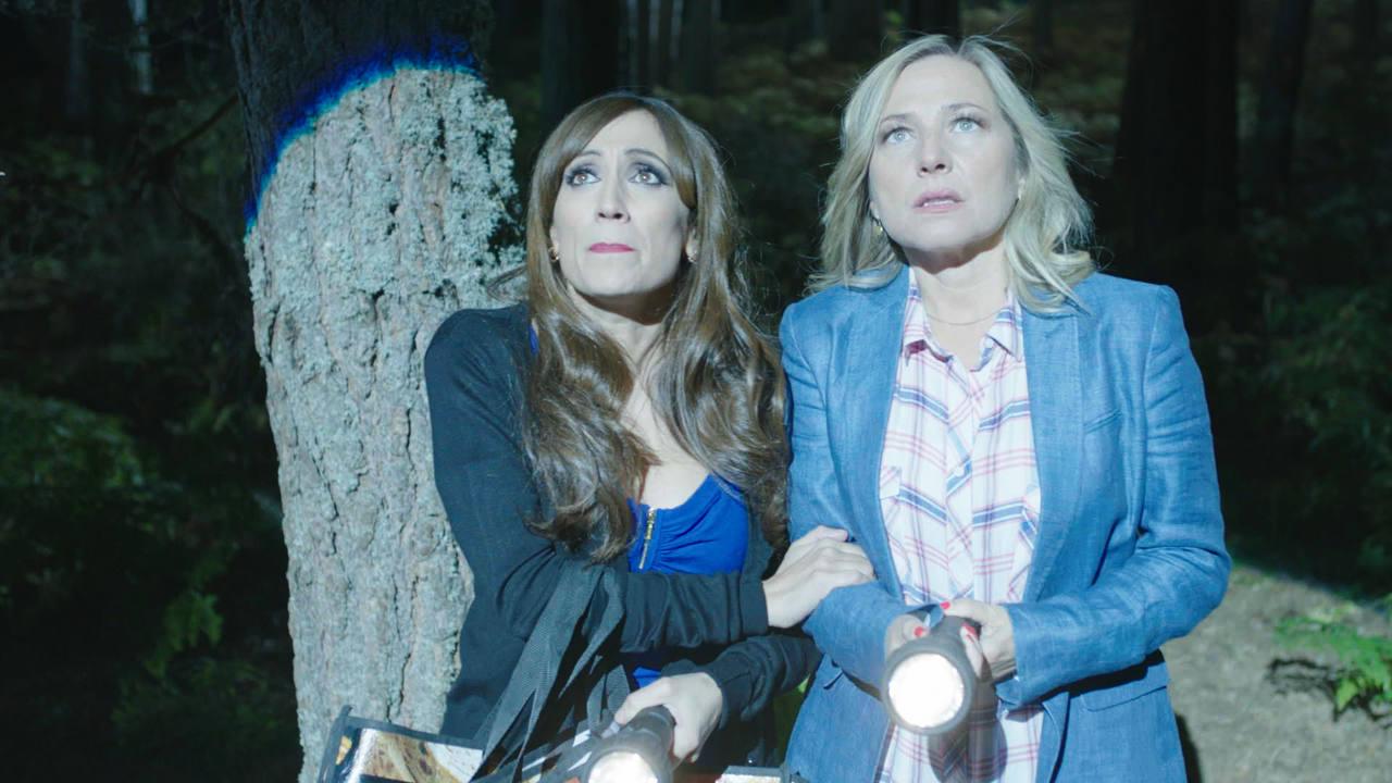 Vecinos como Cata e Isa aseguran haber visto unas extrañas luces, como si se tratase de platillos volantes
