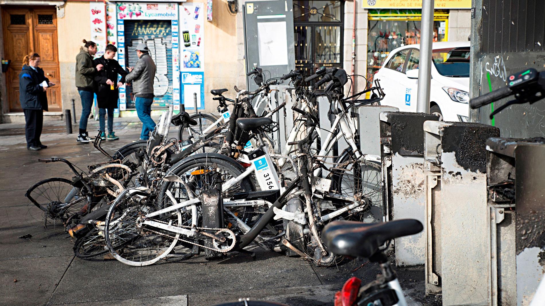 """Los vecinos de Lavapiés, estupefactos ante los disturbios: """"Nunca he visto nada parecido"""""""