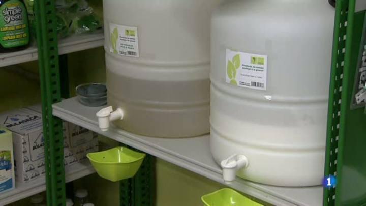 La venda a granel de productes de cosmètica i detergents