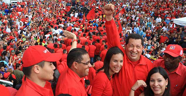 http://www.rtve.es/imagenes/venezuelan-president-hugo-chavez-poses-with-local-candidates-during-a-campaign-rally-with-his-socialist-party-in-caracas/1285338449510.jpg