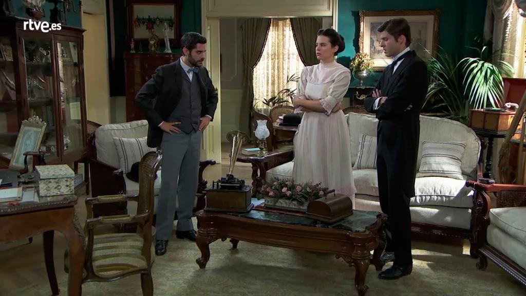 Acacias 38 - Víctor, María Luisa y Simón escuchan que Elvira está viva
