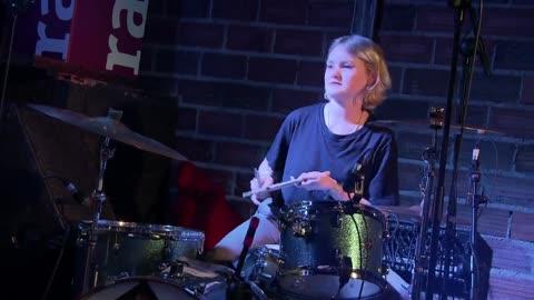 VÍDEO: Hinds, 'The Club' (Directo en sala Moby Dick) - 12/04/18