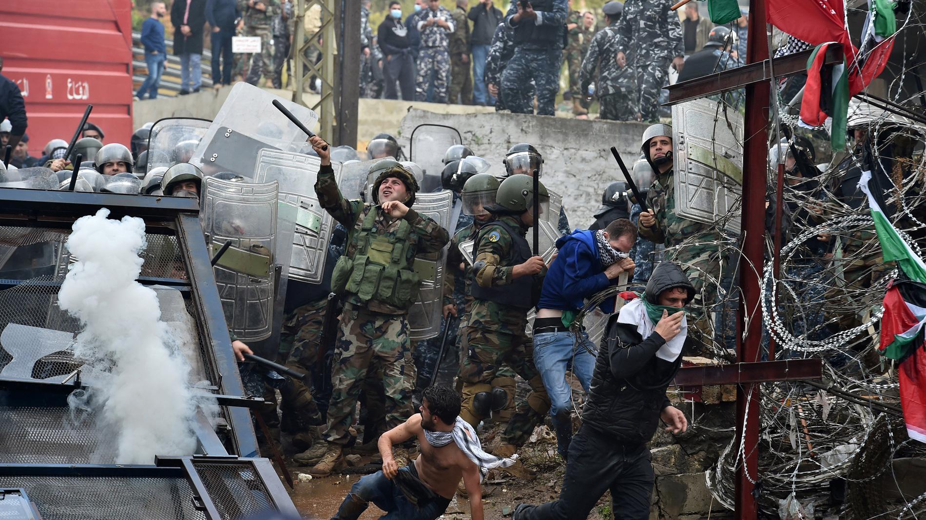 Violentas protestas cerca de la embajada de Estados Unidos en Beirut (Líbano)
