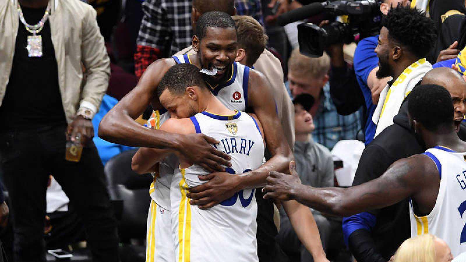 Los Warriors barren a los Cavaliers y revalidan su título de campeones de la NBA