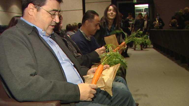 Un teatro de Girona vende zanahorias en lugar de entradas para burlar la subida IVA