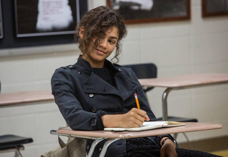 Zendaya interpreta a la misteriosa Michelle, compañera de Peter Parker